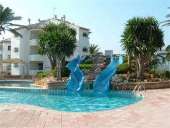 Apartamento a solo 150 metros de la playa for Piscinas con toboganes