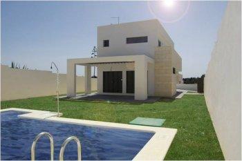 Villa de dise o con piscina privada a tan solo 100 metros for Piscina 50 metros cadiz