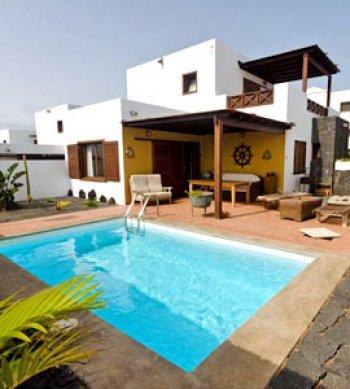 33d6b9f4e5948 La Villa Kresala está situada en una tranquila y cuidada urbanización en la  población de Playa Blanca