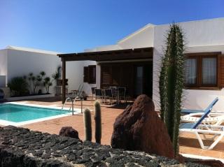 Excelente villa individual a 650 m de la playa con piscina privada climatizada - Villas en lanzarote con piscina privada ...